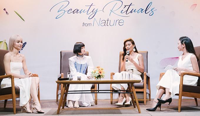[CaptionNàng Thơm Media xin gửi lại Anh/Chị Thông tin - hình ảnh sự kiện BEAUTY RITUALS FROM NATURE - TRẢI NGHIỆM BÍ QUYẾT NUÔI DƯỠNG TỪ THIÊN NHIÊN với sự tham dự của Á Hậu Mâu Thủy, ca sĩ MLee, ca sĩ Hiền Hồ,... cùng các KOLs/beauty bloggers khác.    Sáng 14/6, sự kiện làm đẹp Beauty Rituals from Nature đã diễn ra tại GEM Center. Dàn khách mời bao gồm các nhan sắc nổi bật của showbiz Việt như Mâu Thủy, Sĩ Thanh, MLee, Hiền Hồ, Đồng Ánh Quỳnh,... đã có mặt để tham dự, cũng như trải nghiệm dòng sản phẩm làm đẹp từ thiên nhiên vốn nhận được nhiều sự quan tâm từ công chúng thời gian vừa qua.