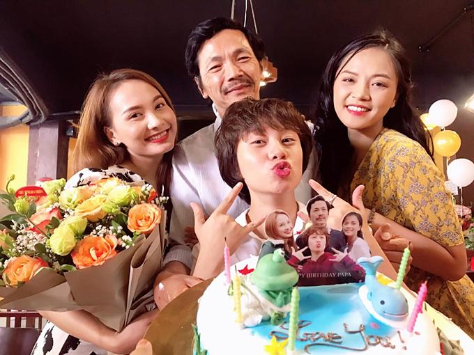 Nghệ sĩ Trung Anh cùng 3 cô con gái Thu Quỳnh, Bảo Thanh, Bảo Hân.