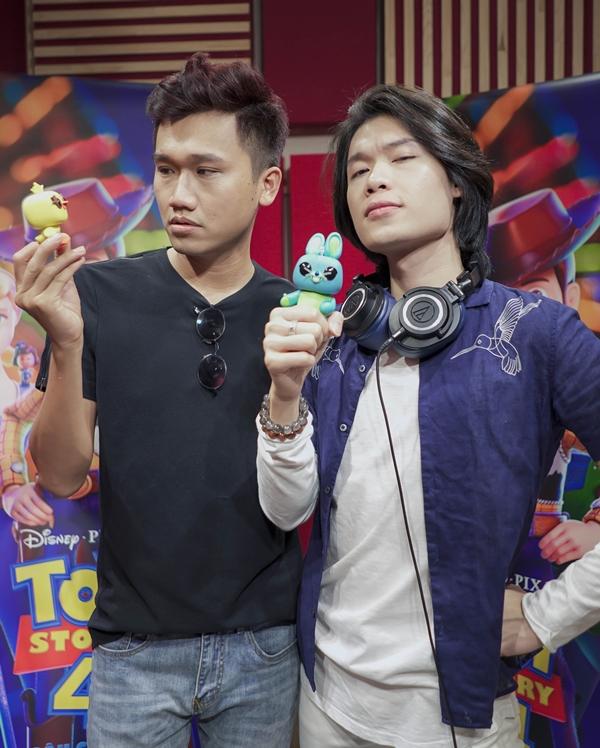 Quang Trung (phải) và Xuân Nghị lồng tiếng cho hai nhân vật mới của Toy Story 4.