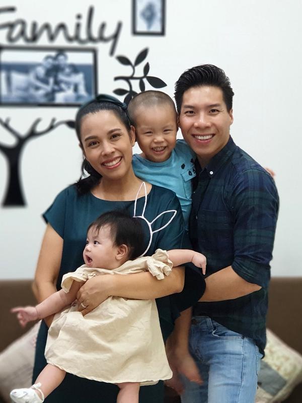 Tổ ấm hạnh phúc của Quốc Nghiệp bên cạnh bà xã - ca sĩ Ngọc Mai và hai con.