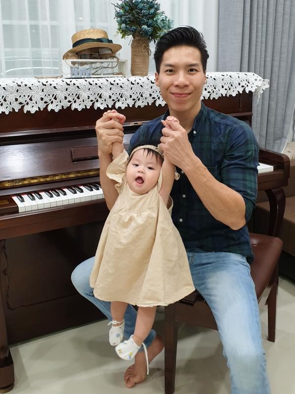 Giang Quốc Nghiệp sinh năm 1989, là một trong những nghệ sĩ xiếc nổi tiếng của Việt Nam. Cùng với anh trai Quốc Cơ, cả hai từng vào top 5 chung kết cuộc thi Tìm kiếm tài năng nước Anh 2018, lập nhiều kỷ lục Guinness tại Italy và Tây Ban Nha.