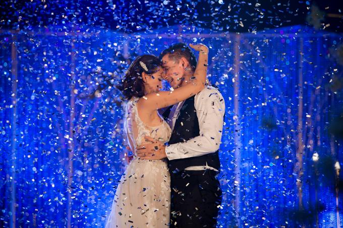 Khoảnh khắc lãng mạn của đôi vợ chồng khiến quan khách đều ghen tỵ.