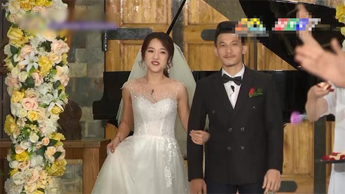 Ở tập phát sóng mới đây của Running Man bản Việt, Puka và Liên Bỉnh Phát đã trở thành cặp chiến thắng và diện lễ phục cưới.