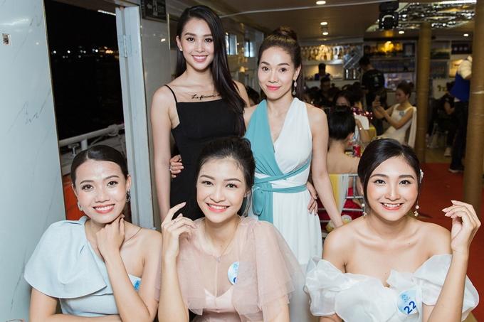 Từ ngày 12/6, vòng chung khảo phía Nam cuộc thi Hoa hậu Thế giới Việt Nam diễn ra tại TP HCM. Cuối tuần qua, các thí sinh có buổi tiệc thân mật trên du thuyền sang trọng dạo quanh sông Sài Gòn.
