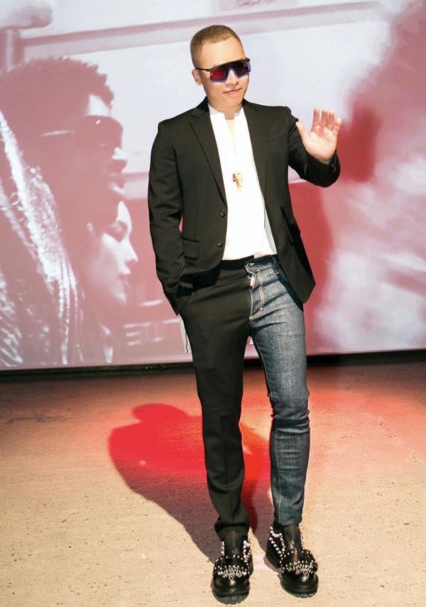 Vũ Khắc Tiệp mặc lịch lãm dự Tuần lễ Thời trang Xuân Hè Milan 2019. Đây là lần thứ ba anh tới Italy dự sự kiện thời trang.