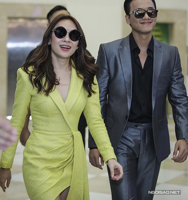 Chiều 1/4, Mai Tài Phến và Mỹ Tâm sánh đôi dự ra mắt buổi công chiếu phim Chị trợ lý của anh tại Hà Nội.