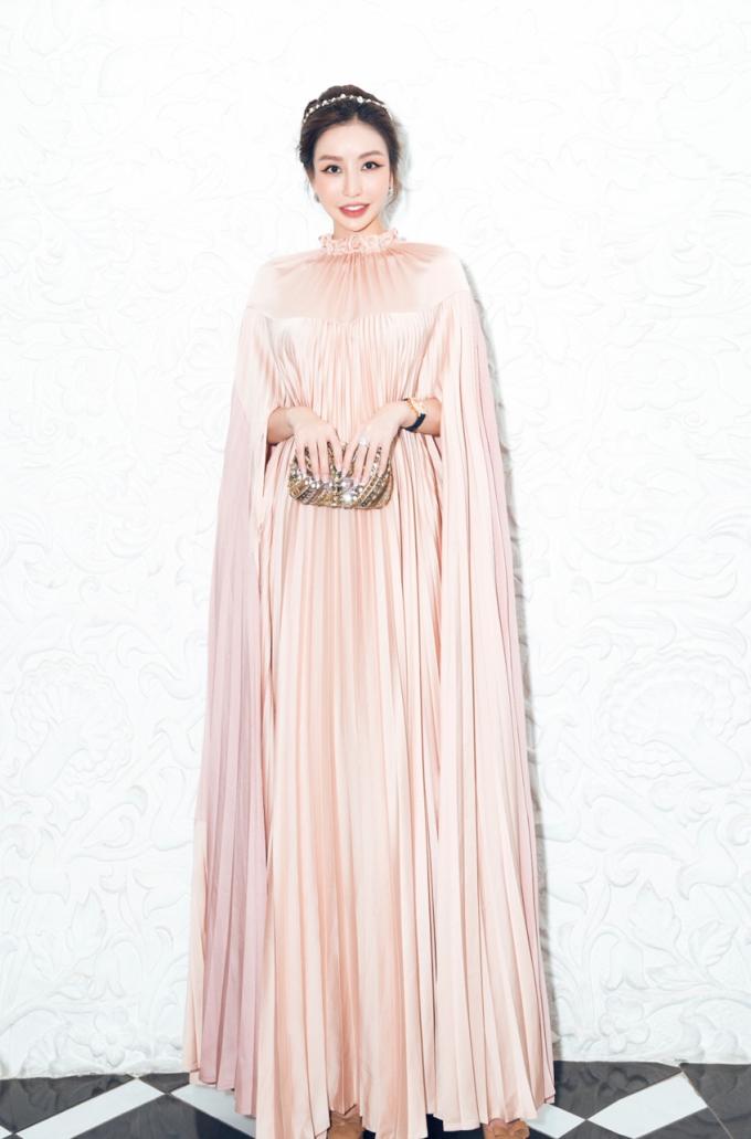 Hoa hậu doanh nhân cònnổi tiếng khi sở hữu nhiều món đồ hàng hiệu, xa xỉ.