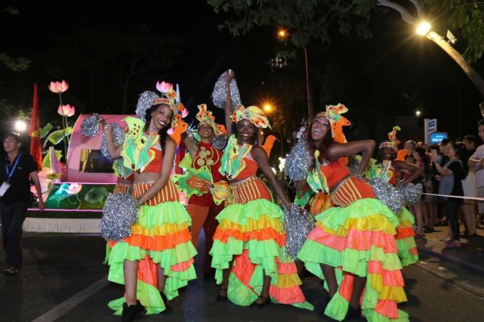 Đà Nẵng cuồng nhiệt trong Carnival đường phố DIFF 2019 tối 16/6 - xin edit - 5