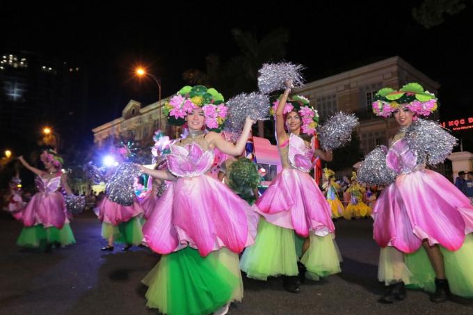 Đà Nẵng cuồng nhiệt trong Carnival đường phố DIFF 2019 tối 16/6 - xin edit - 3