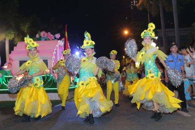 Đà Nẵng cuồng nhiệt trong Carnival đường phố DIFF 2019 tối 16/6 - xin edit - 8
