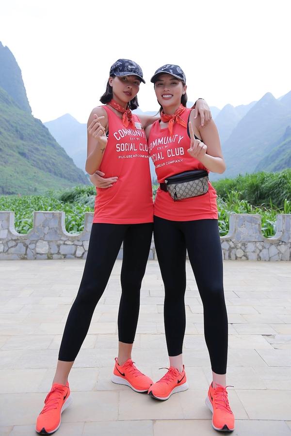 Siêu mẫu Minh Triệu (trái) và Hoa hậu Kỳ Duyên là thành viên của đội Cam. Thời gian qua, cả hai vường nghi