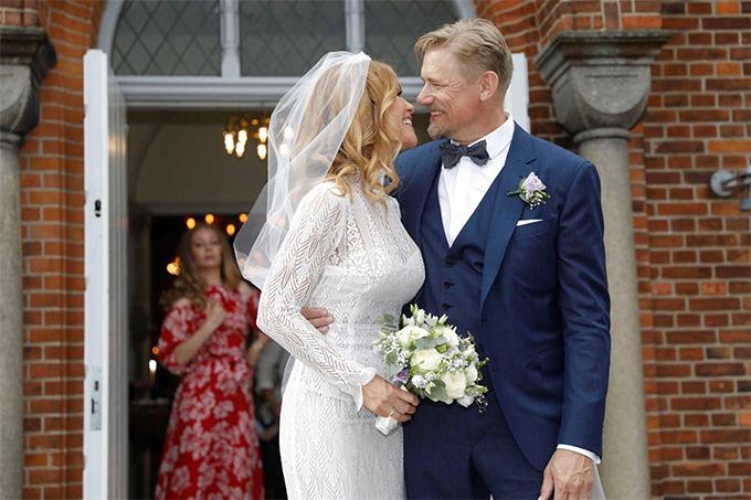 Cựu danh thủ MU và người tình Laura đính hôn từ trước đó 4 tháng. Hai người từng chia tay trong khoảng thời gian hai năm trước khi nối lại quan hệ hồi năm 2014.