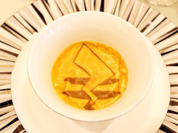 Dù là món khai vị, món chính... đều có hình ảnh chiếc đuôi vàng của Pikachu.