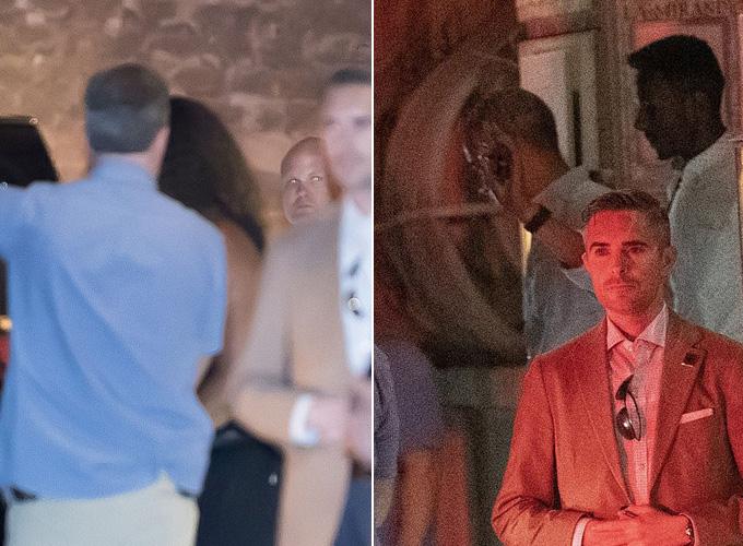 Gia đình ông Obama hiện có chuyến du lịch dài ngày ở Pháp, trong đó họ tranh thủ đến thăm Cung điện của Giáo hoàng Palais des Papes trước khi dùng bữa tối cùng nhau tại nhà hàng La Mirande để chúc mừng cựu tổng thống Mỹ nhân Ngày của Bố.  Bà Michelle được nhìn thấy mặc một chiếc váy màu đen (trái) trong khi ông Barack Obama mặc áo sơ mi màu xanh da trời, quần jeans trẻ trung và đeo kính đen (phải).