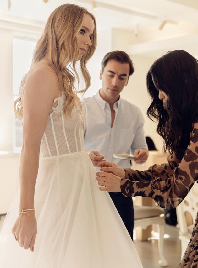 Wozniacki đã diện chiếc váy cưới trắng tinh khôi, đẹp tuyệt vời do nhà thiết kế thời trang nổi danh Oscar de la Renta vẽ ra.  Cô rất xinh xắn và dễ thương. Cô rất hạnh phúc và cảm nhận hương vị ngọt ngào của tình yêu, khi đã hình thành nên quả ngọt hôn nhân. Mối tình của cô với David, mới chỉ kéo dài 2 năm (cô bắt đầu công bố đang hẹn hò với David vào ngày Lễ tình nhân năm 2017), nhưng đang có giá trị gấp mấy lần mỗi tình dang dở dài 3 năm trời với McIlroy.