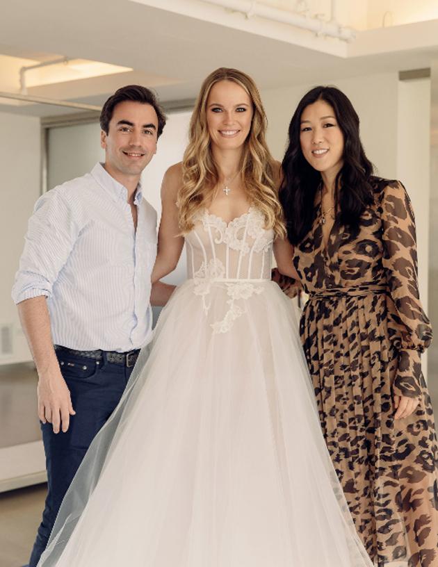 Cô dâu như thiên thần với bộ váy cưới trắng tinh khôi.