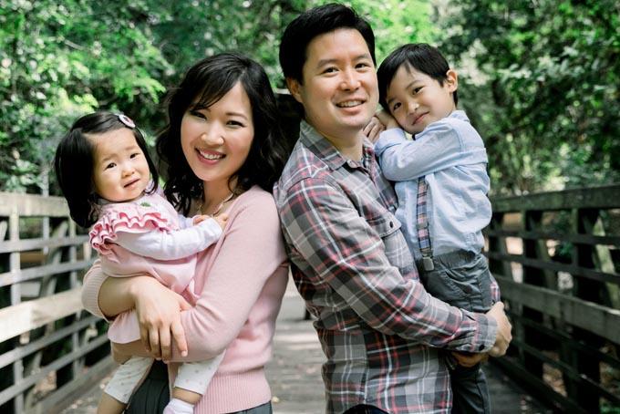 Vợ chồng Eric Bahn và hai con. Ảnh: BI.