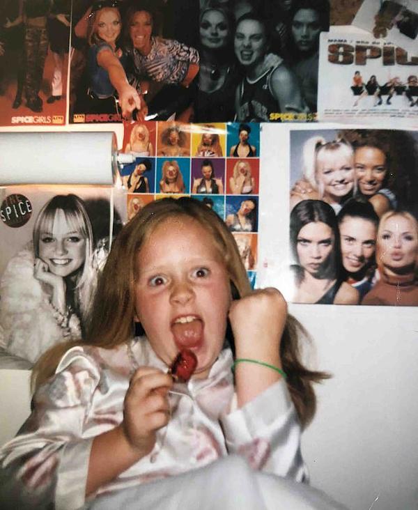 Adele hồi bé đã rất mê nhóm Spice Girls.