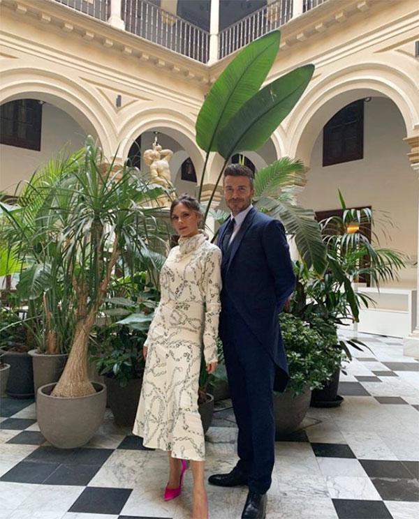 Một ngày tuyệt vời bên bạn bè mừng đám cưới Sergio Ramos và Pilar Rubio, Vic viết khi đăng ảnh chụp riêng với chồng