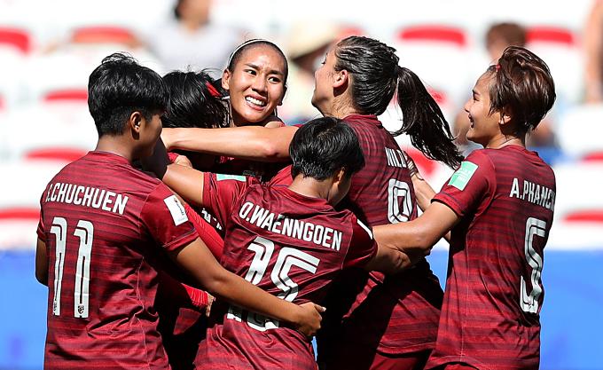 Niềm vui của Thái Lan khi có bàn thắng ở phút cuối. Ảnh: FIFA.
