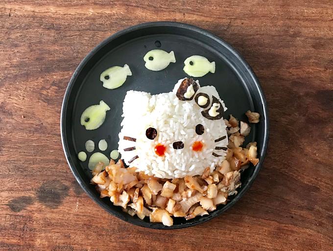 Những đĩa cơm chủ đề chú mèo được cô bé 3 tuổi yêu thích.