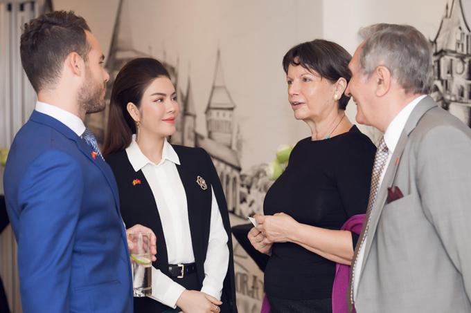 Lý Nhã Kỳ mở tiệc tiếp đoàn ngoại giao châu Âu - 3