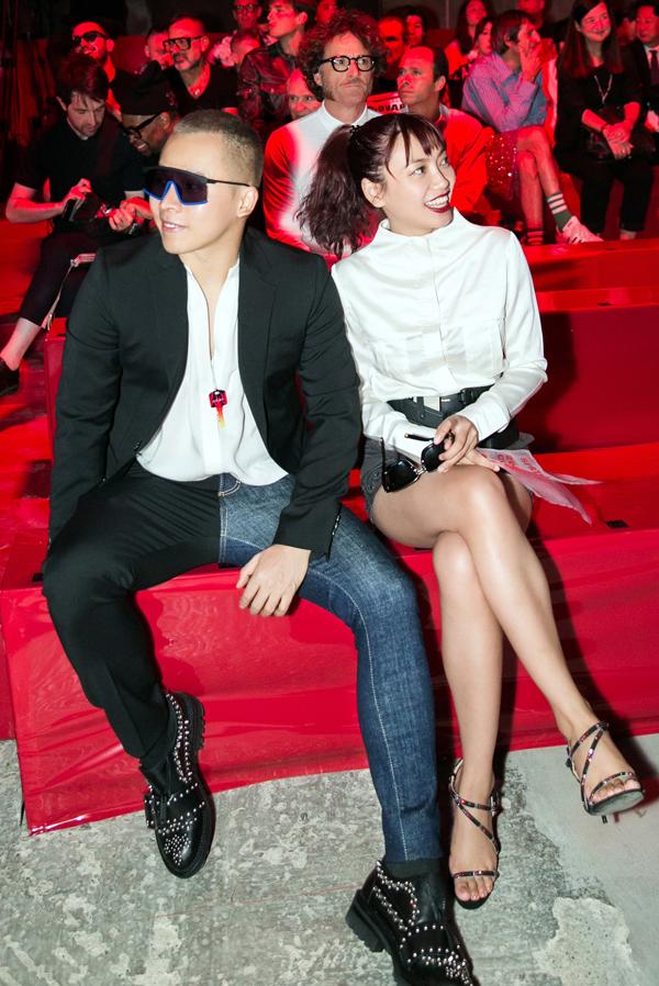 Ông bầu và nữ stylist gốc Việt được xếp ngồi hàng ghế đầu theo dõi sưu tập thời trang Xuân Hè 2020 của Dan và Dean.