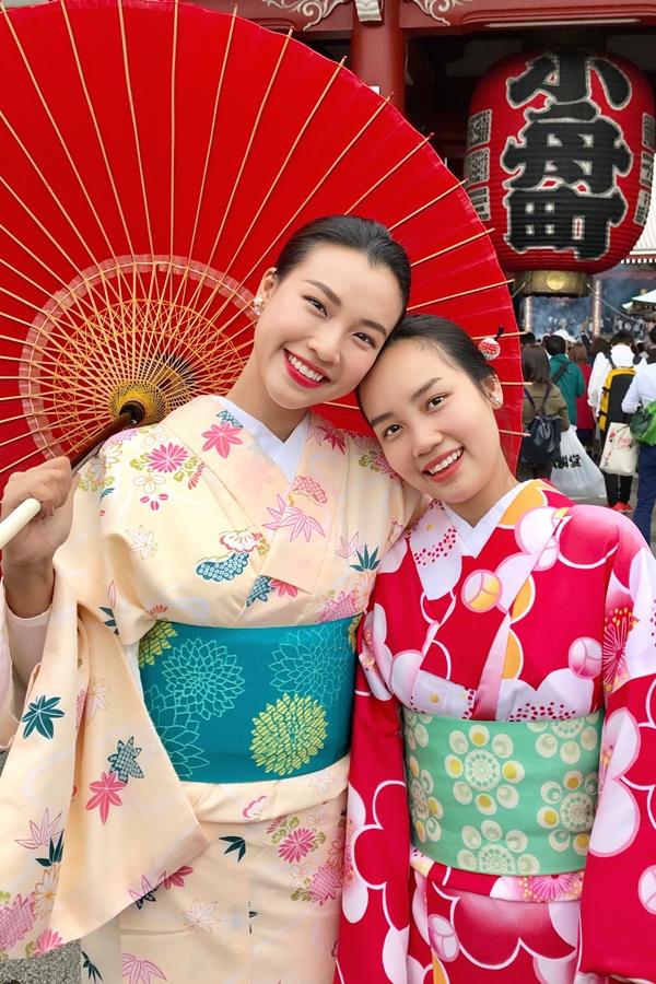 Trong chuyến đi lần này, Hoàng Oanh kết hợp thăm em gái đang du học ở Nhật.