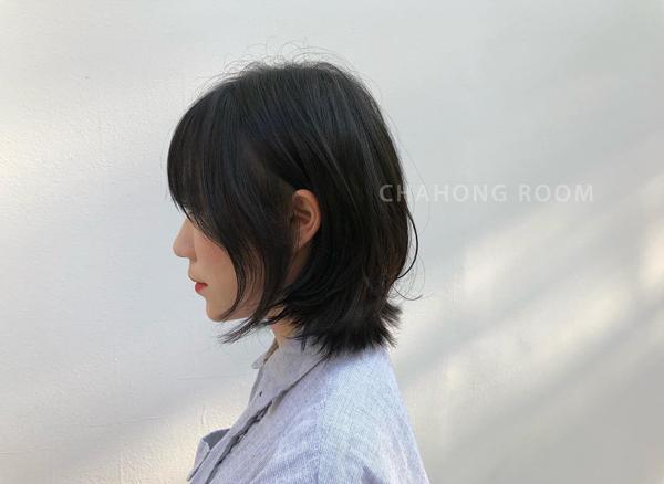 Nhược điểm của kiểu tóc này là khi đạt độ dài chấm vai, đuôi tóc có thể bị vểnh ra ngoài. Tuy nhiên, sự lộn xộn vẫn là điểm đặc trưng của phong cách tỉa layer nên bạn không cần quá bận tâm.