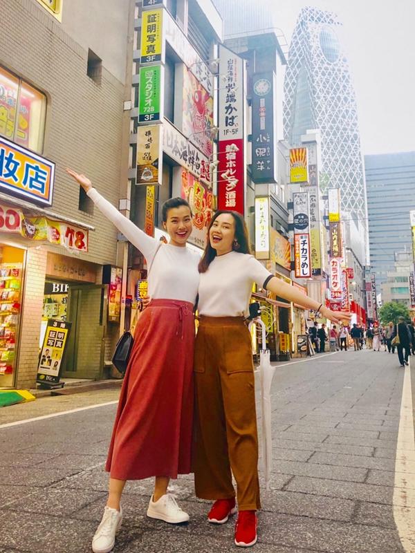 Tokyo còn có những khu rất hiện đại, sầm uất như Shinjuku, Ginza, Harajuku,... để thỏa mãn những