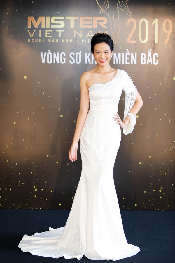 Hoa hậu Thu Thuỷ đọ sắc vóc bên Đàm Lưu Ly - 3