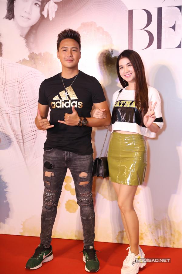 Vợ chồng Thanh Duy - Kha Ly chuộng trang phục phong cách thể thao khỏe khoắn.