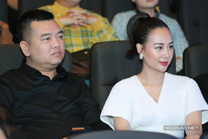 Vợ chồng ca sĩ Hà Thúy Anh ủng hộ sản phẩm mới của Nam Cường.