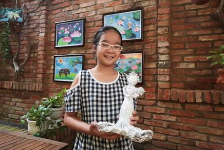 Họa sĩ 13 tuổi Lao Lai Minh Thư.