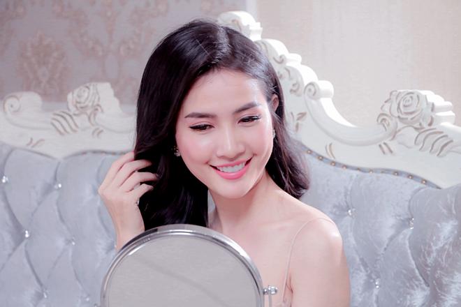 Phan Thị Mơ cảm thấy bất ngờ và hài lòng sau khi hoàn thành liệu trình chăm sóc da.