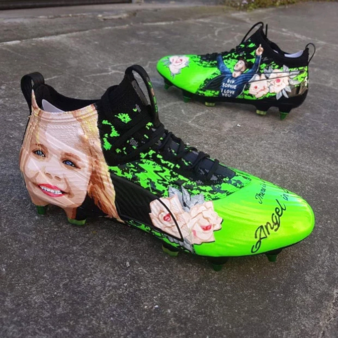 Đôi giày Maddison đi khi thi đấu ở giải U21 châu Âu.