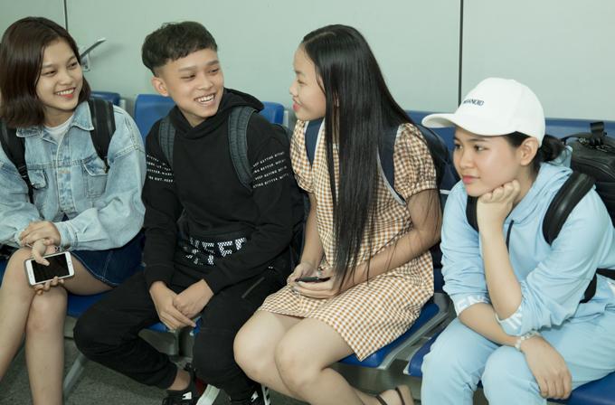 [Caption] Quỳnh Trang được mệnh danh là 'thiên thần bolero' khi xuất hiện trong một sân chơi âm nhạc. Cô không phủ nhận, từ lúc làm con nuôi của Phi Nhung, Quỳnh Trang - cô gái được mệnh danh là