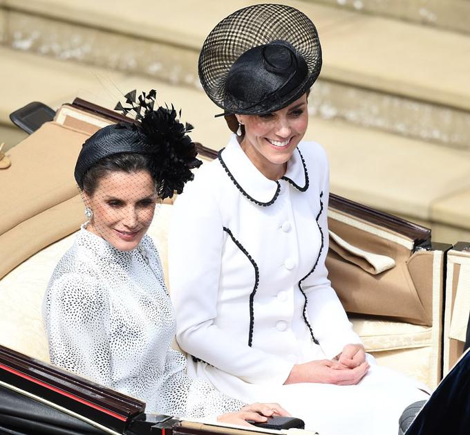 Nữ công tước xứ Cambridge ngồi cùng xe ngựa với Hoàng hậu Letizia của Tây Ban Nha. Ảnh: PA.