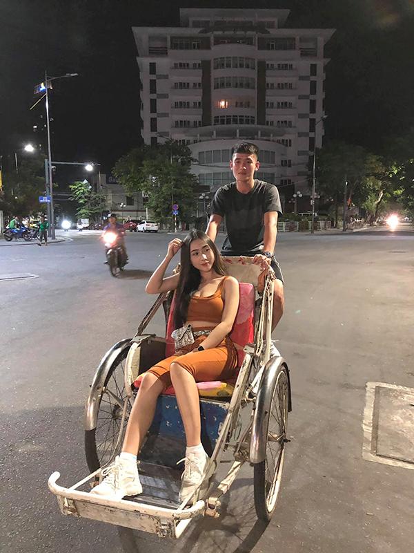 Bức ảnh hiếm hoi Tấn Sinh khoe bạn gái. Ảnh: FB.