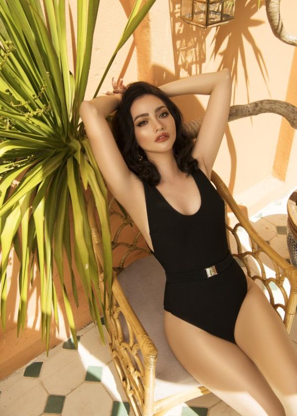 Trúc Diễm diện bikini khoe dáng trong bộ ảnh thời trang mới.
