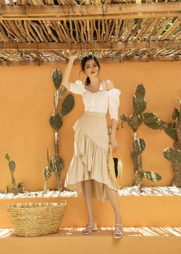 Trương Tri Trúc Diễm từng đoạt Á hậu 1 Hoa hậu Phụ nữ Việt Nam qua ảnh 2005, sau đó tiếp tục dự thi Hoa hậu Trái Đất 2007, đoạt giải Người đẹp Thời trang, Hoa hậu Quốc tế 2011 (lọt top 15). Người đẹp hoạt động showbiz với vai trò người mẫu, diễn viên và có thời gian ngắn lấn sân ca hát.