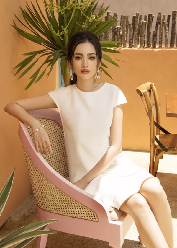 Đầu 2015, cô kết hôn cùng doanh nhân John Tấn Từ, hơn cô 6 tuổi.