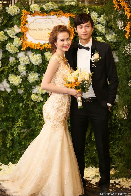 Huyền Lizzie và ông xã trong đám cưới năm 2014.