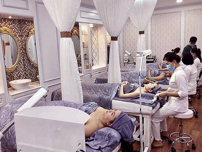 Diva Spa hiện có 28 chi nhánh trên cả nước, quy tụ đội ngũ bác sĩ, kỹ thuật viên chuyên nghiệp. Nơi đây trở thành địa chỉ làm đẹp thân thiết của nhiều chị em.