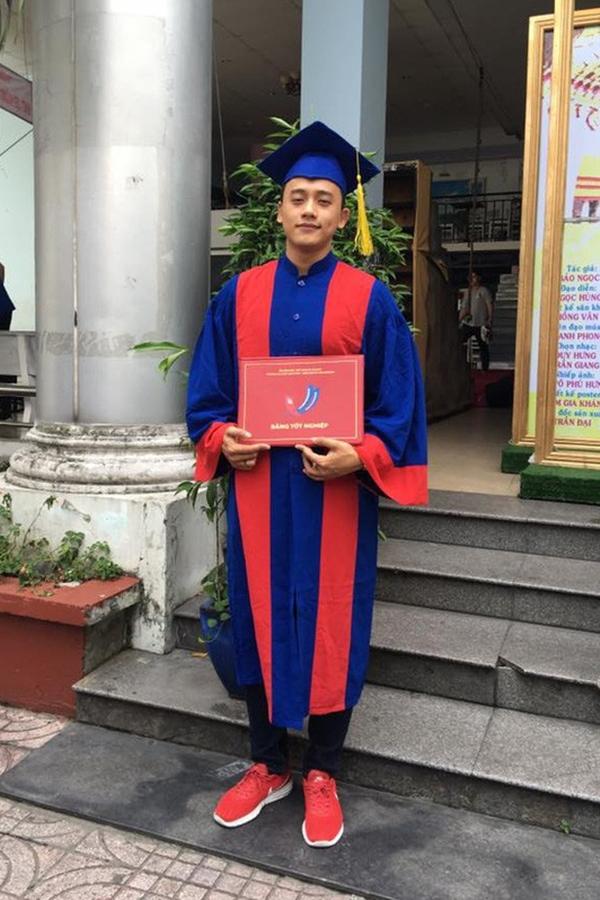Từ Bạc Liêu, Mai Tài Phến chuyển lên TP HCM học tập tại trường Đại học Sân khấu Điện ảnh.