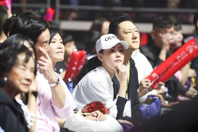 Trương Bá Chi và người đàn ông được cho là bạn trai mới của cô.