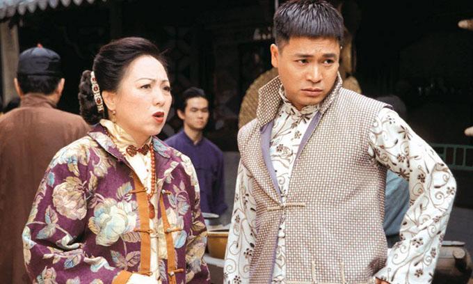 Lư Uyển Nhân đóng vai mẹ của chàng Vượng khờ khạo (Quách Tấn An) trong phim Đôi đũa lệch.