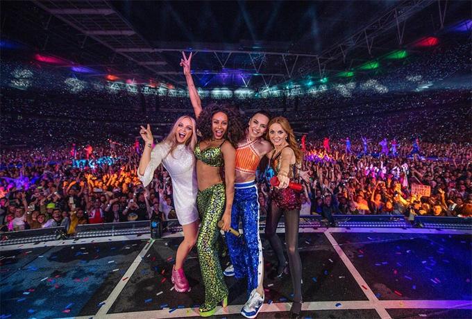 Spice Girls trong concert cuối cùng ở Wembley ngày 15/6.