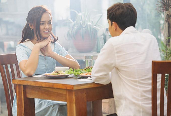 Êkíp sản xuất MVtiết lộ một số cảnh chân dài trưởng thành từ Asias Next Top Model 2016 hẹn hò người yêu điển trai nhưng giấu nội dung chi tiết của câu chuyện tình này.