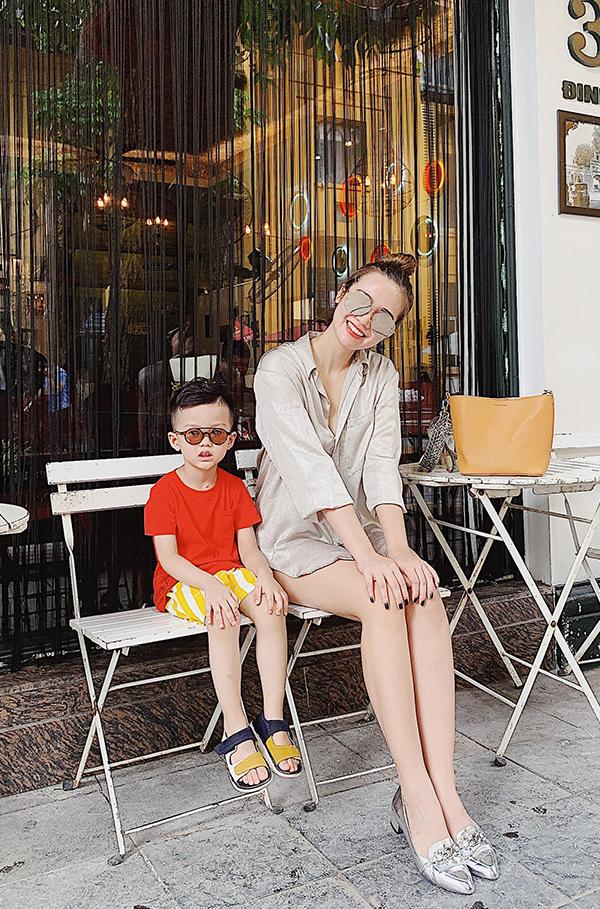 Huyền Lizzie và con trai Nem.
